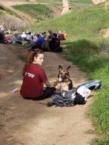שביל ישראל ושדות אין סוף וכלב והנוהגת שלו